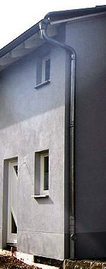 Haus mit Regenfallleitung
