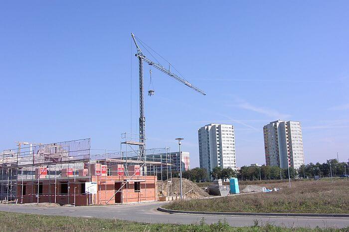 Turmdrehkran auf einer Baustelle
