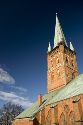 Metalldach auf einer Kirche