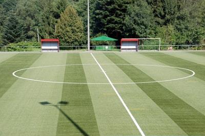 Fußballplatz mit Sportrasenfläche