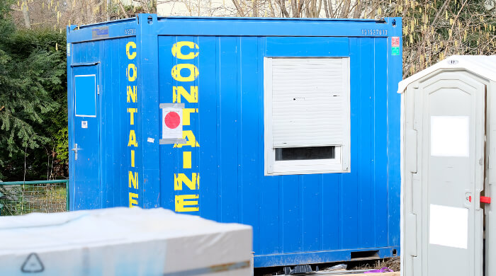 Container als Pausenraum auf einer Baustelle