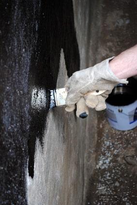 Kellerwandabdichtung mit Bitumen-Kaltanstrich