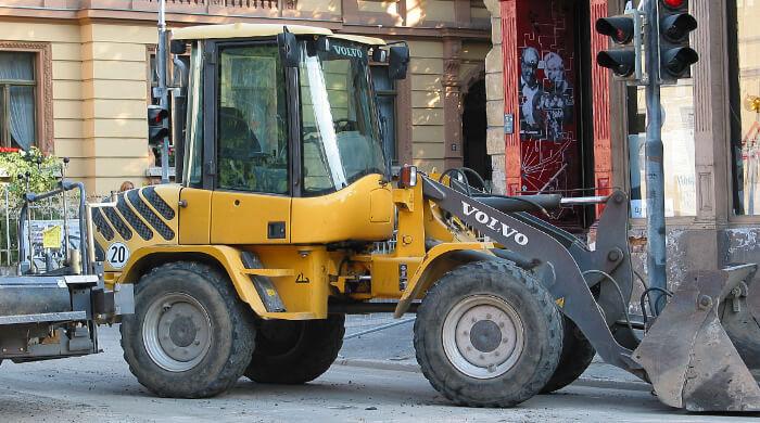 Baumaschinen, wie Radlader können gekauft, gemietet oder geleast werden.