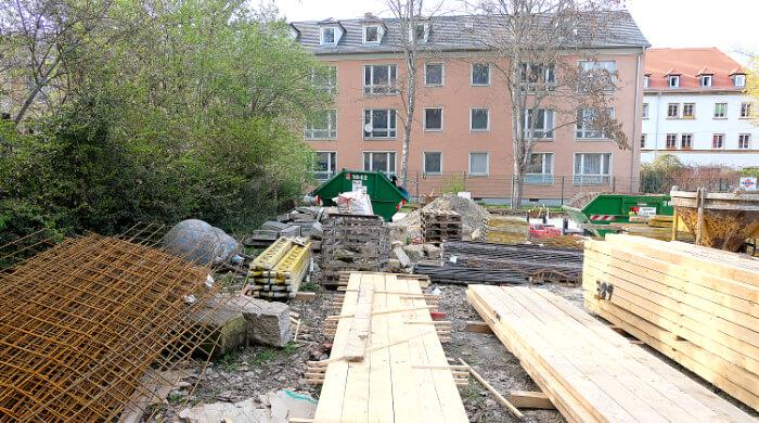Baumaterial auf einer Baustelle