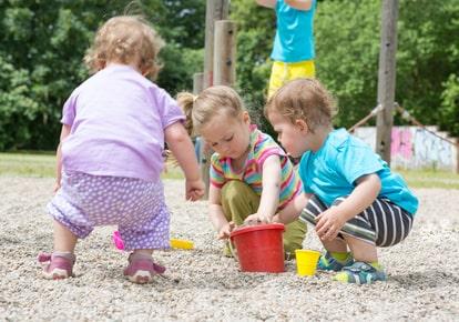 Spielplatzboden- Bauprofessor-Begriffserläuterung -