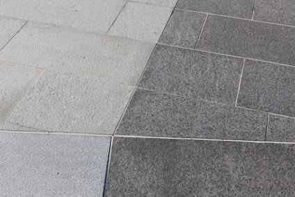 Zweifarbiger Granitboden im Außenbereich