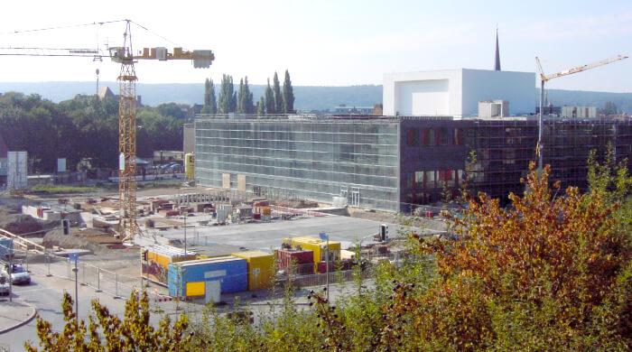 Baustelle mit Containern als Pausenräume