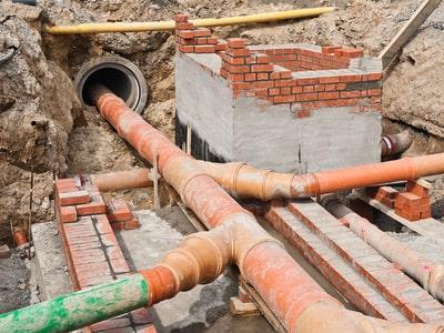 Abwasserkanalsanierung - Mauerarbeiten für neuen Schacht