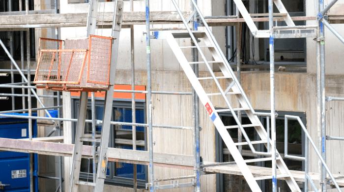 Gerät der Hausbau ins Stocken, weil die Baufirma insolvent ist, greift die Baufertigstellungsversicherung.