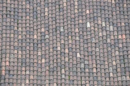 Dach mit einer Deckung aus Nonne und Mönch