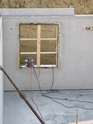 Betonfertigelement für den Kellerbau mit Kellerfenster