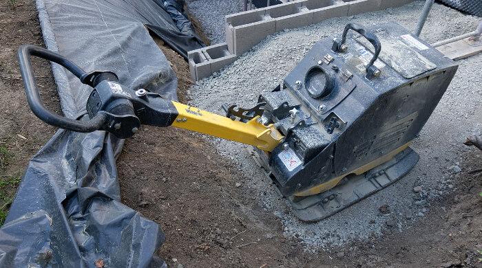 Reparaturzeiten bei Baugeräten wie z. B. Rüttelplatten sind grundlegend bei der Ermittlung von Reparaturkosten.