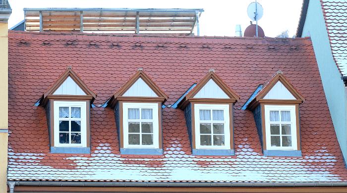 Giebelgauben auf einem Gebäude am Marktplatz in Weimar