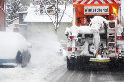 Winterdienst mit Räum- und Streufahrzeug