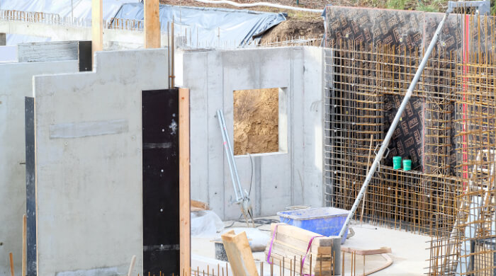 Kelleraußenwände werden vor Ort aus Stahlbeton gefertig.