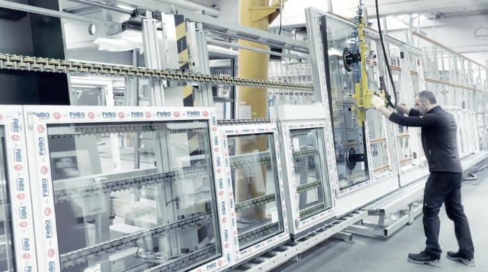 In der Fensterproduktion bei FeBa Fensterbau GmbH
